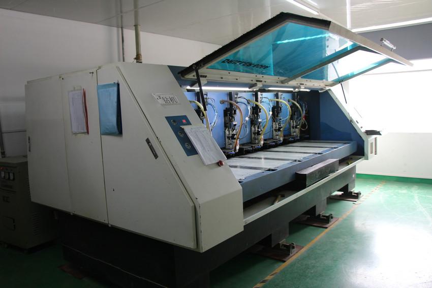 自动钻孔机1
